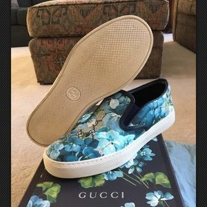 Unisex Gucci slip on floral canvas shoes